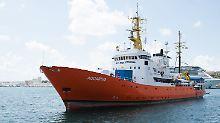 Nach einer erneuten Odyssee dürfen die 58 Flüchtlinge an Bord der Aquarius in Malta an Land gehen.