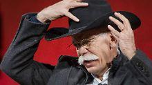 Nach über 40 Jahren bei Daimler und 12 Jahren davon als Chef des Unternehmens, nimmt Dieter Zetsche im kommenden Jahr seinen Hut.