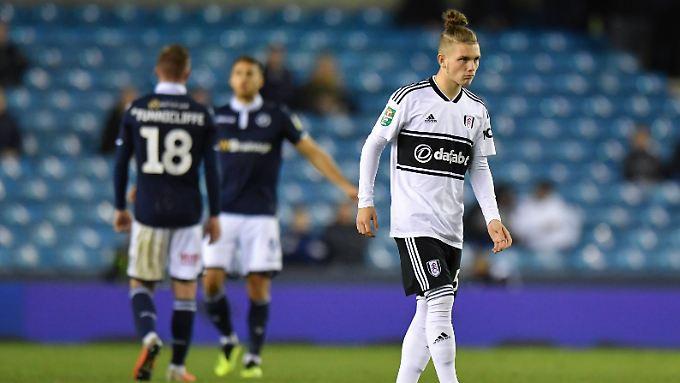Harvey Elliott geht in die Geschichtsbücher des Fußballs ein - als jüngster Spieler in England.