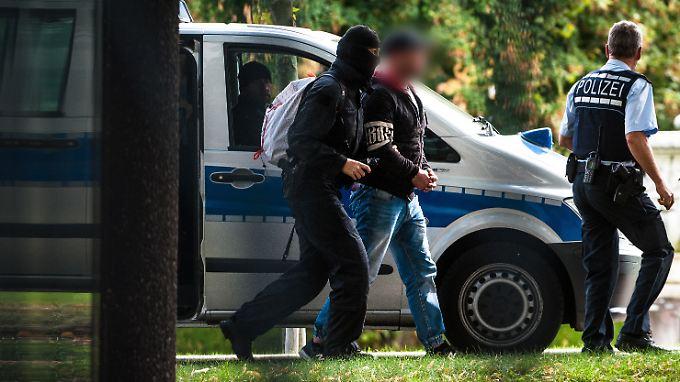 """Festnahmen bei """"Revolution Chemnitz"""": Rechtsterroristen planten Anschlag am Tag der Einheit"""
