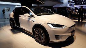 Mit knapp 96.000 Euro ist das Model X von Tesla das teuerste Elektro-SUV.