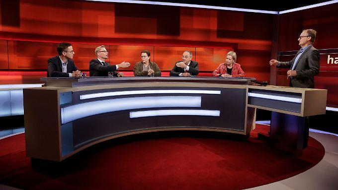 Plasbergs Gäste, von links nach rechts: Carsten Linnemann, Reiner Holznagel, Reina Becker, Norbert Walter-Borjans und Gesine Lötzsch