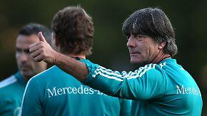 Bayernkrise und Ausfällen zum Trotz: Löw startet gut gelaunt in den Abstiegskampf