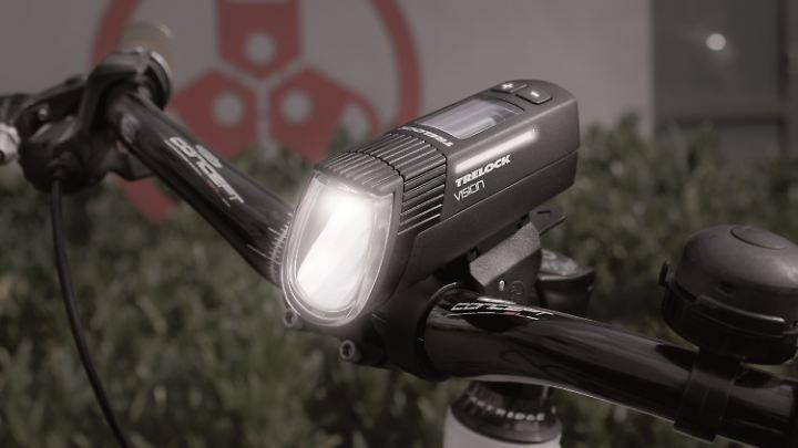Mehr als nur Fahrradscheinwerfer: Die Akkuleuchte Trelock LS 760 I-GO Vision ist ein Multitalent.