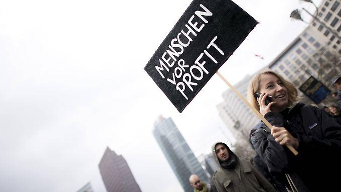 Immer wieder protestieren Menschen in den Großstädten gegen die steigenden Mieten.