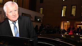 Wie lange hält sich Seehofer?: Bayernwahl verpasst Merkels GroKo neuen Tiefschlag