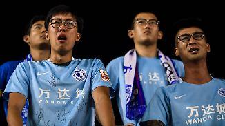 Fußball-Fans des chinesischen Erstligaklubs Dalian Yifang beim kollektiven Leiden.