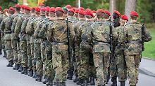 Zehntausende Überprüfungen: Bundeswehr entlässt 200 Rechtsextreme