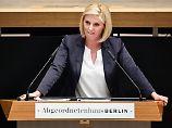 """Vor """"Hitler-Wein"""" posiert: Berliner AfD-Abgeordneten droht Rauswurf"""