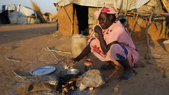 Eine Frau aus dem Tschad in einem Flüchtlingslager im Sudan. In Deutschland werden Flüchtlinge aus dem bitter armen, autoritär regierten Land nur selten anerkannt.