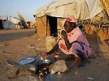 Eine Frau den Tschad in einem Flüchtlingslager im Sudan. In Deutschland werden Flüchtlinge aus dem bitter armen, autoritär regierten Land nur selten anerkannt.