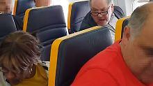 Seniorin rassistisch beschimpft: Ryanair und Pöbler droht eine Anzeige