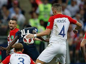 Im WM-Finale entschied Schiedsrichter Pitana bei diesem Handspiel nachträglich auf Strafstoß.