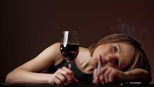 Die weibliche Seite der Sucht: Frauen trinken heimlich - und allein