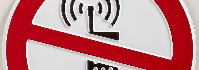 Im Betrieb sollte die Antenne des Gerätes möglichst weit vom Kopf entfernt sein.