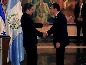 Der honduranische Präsident Juan Orlando Hernández und sein guatemaltekischer Kollege Jimmy Morales wollen einschreiten.
