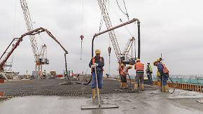 Fachkräftemangel und kaum US-Hoffnung: Wirtschaftsweise schwächen Wachstumsprognose ab