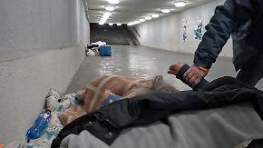 """Obdachlosigkeits-Verbot in Ungarn: """"Scheinheilige"""" Regierung attackiert die Schwächsten"""
