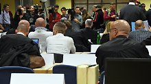 Dutzende Mitarbeiter angeklagt: Prozess um Folter-Flüchtlingsheim beginnt
