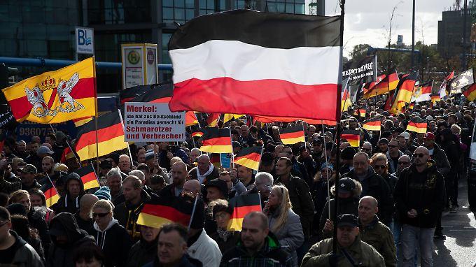 Der Verein Wir für Deutschland war schon am Tag der Einheit durch Berlin gezogen. Unter den Demonstranten: gewaltbereite Neonazis.