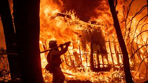 Kalifornien steht in Flammen: Waldbrände schlagen Zehntausende in die Flucht