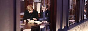 """Dort weihten beide eine Gedenkplakette ein, welche die """"Bedeutung der deutsch-französischen Aussöhnung im Dienste Europas und des Friedens"""" würdigt."""