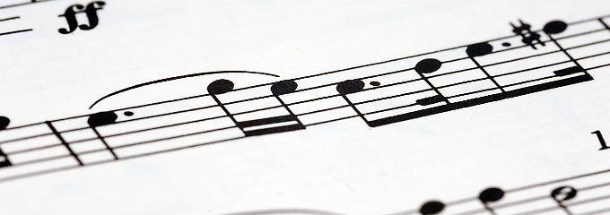 Erst Drinks, dann Verkehr: Musiklehrerin hat Sex mit Schulchorjungs