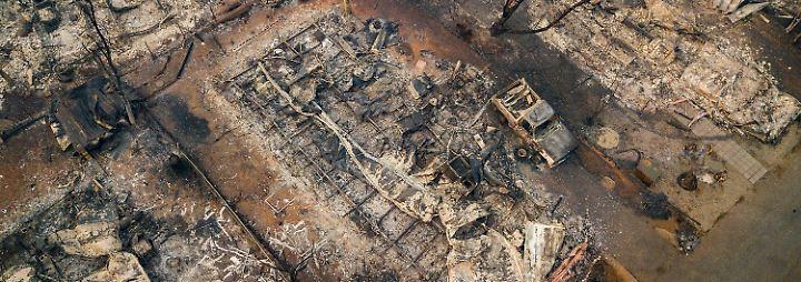 Fortschritte bei Löscharbeiten in Kalifornien: Paradise gleicht einem apokalyptischen Trümmerfeld