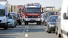 Zeitverlust kostet Menschenleben: Vier von fünf Rettungsgassen sind blockiert
