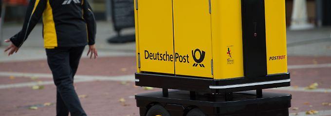 """Der """"PostBot"""" kann bis zu 150 Kilogramm Postsendungen tragen und überwindet sogar kleine Hindernisse."""