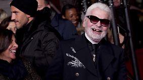 Promi-News des Tages: Karl Lagerfeld erntet Spott für Zahnlos-Auftritt