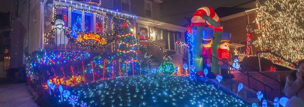 Aufwendig geschmückte Häuser: Und grell leuchtet die Weihnachtsdeko