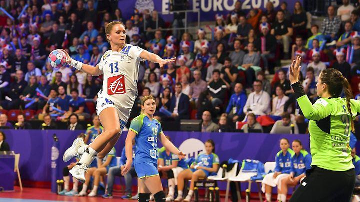 Auch die Gastgeberinnen aus Frankreich sind von den Spielverlegungen bei der Handball-EM betroffen.