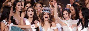 ... feierten die Teilnehmerinnen mit der stolzen Siegerin aus Mexiko. Die 26-Jährige ...