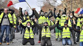 """Macron unter Druck: Proteste der """"Gelbwesten"""" belasten Frankreichs Wirtschaft"""