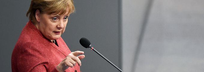 Regierungsbefragung im Bundestag: Merkel-Modus: entspannt austeilen