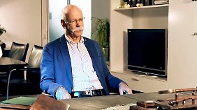 Jobsuche in Weihnachtsvideo: Daimler-Chef Zetsche nimmt sich selbst aufs Korn