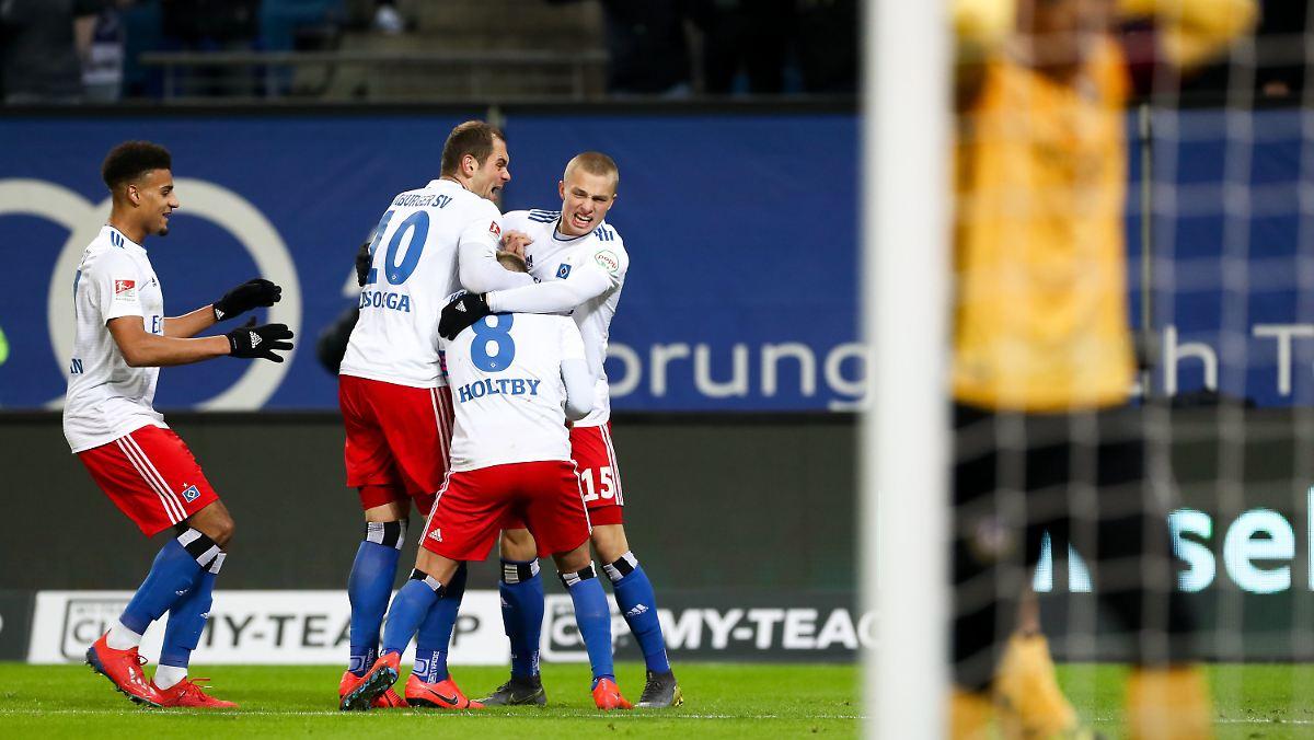 Hsv Gegen Dynamo: Torwart-Patzer Im Geduldsspiel: Holtby Erlöst HSV Gegen