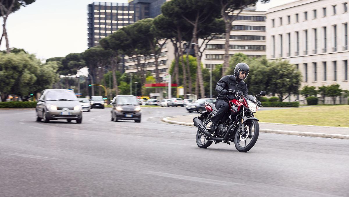 Scheuer will Autofahrer aufs Motorrad lassen