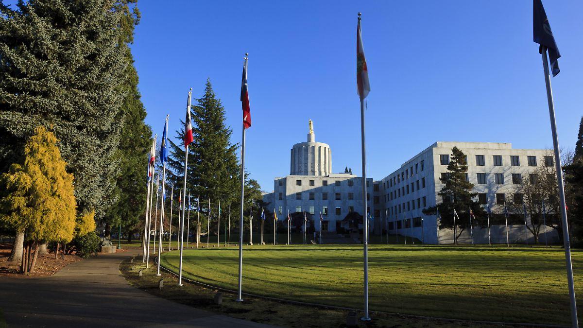 Polizei sucht flüchtige Senatoren in Oregon