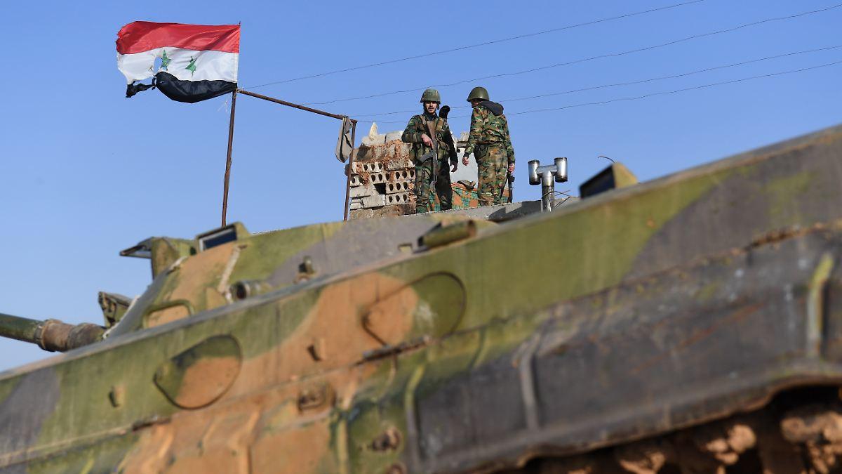 Syrische Truppen erreichen türkische Grenze
