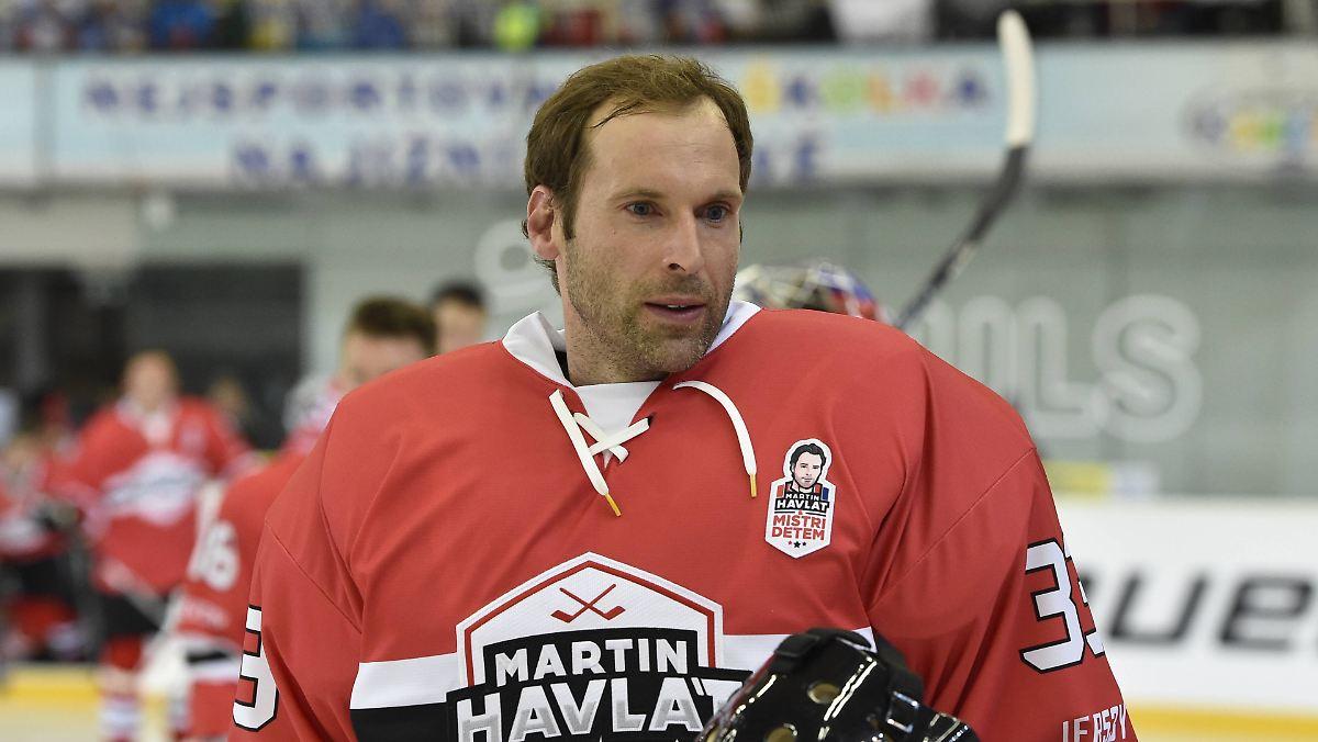 Cech erlebt Helden-Debüt im Eishockey-Tor