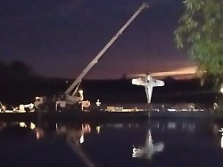 Unglück mit Leichtflugzeug: Pilot stirbt bei Absturz in der Elbe
