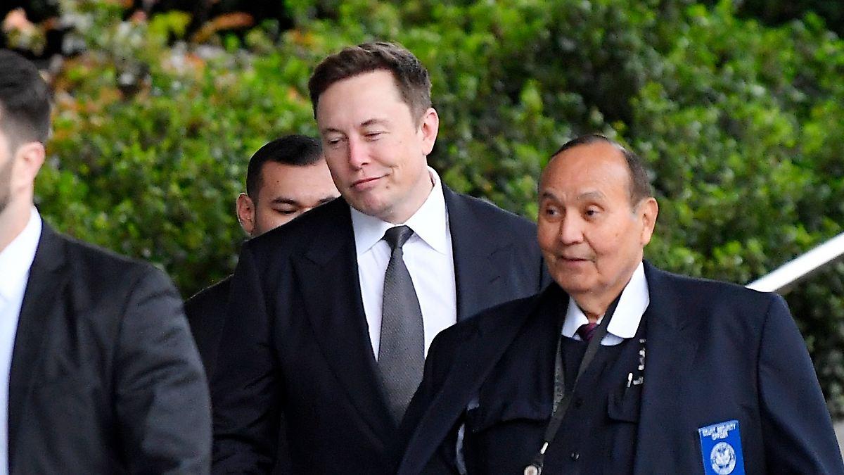 Tesla-Chef Musk verteidigt sich vor Gericht