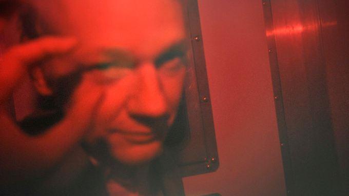Knapp an seiner Freilassung vorbeigeschrammt: Wikileaks-Gründer Julian Assange auf dem Weg zurück ins Gefängnis.