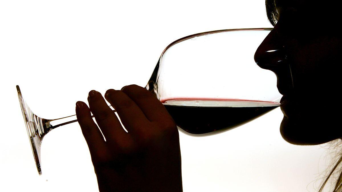 Frau trinkt mit MDMA versetzten Wein und stirbt