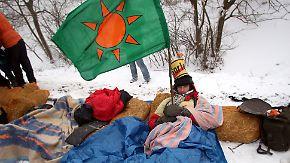 Castor-Transport nach Lubmin: Aktivisten ketten sich an die Gleise