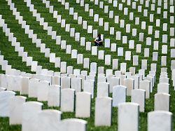 Historisch oder respektlos?: US-Kontroverse um Hakenkreuz-Grabsteine