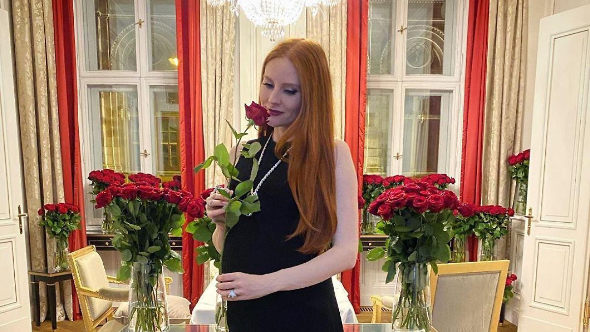 Barbara Meier freut sich über 1000 Rosen