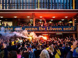 Aufstieg ohne An- und Abstand: Braunschweig ignoriert alle Partyregeln